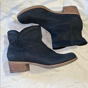 UGG Black Ankle Boots Sz 8 M